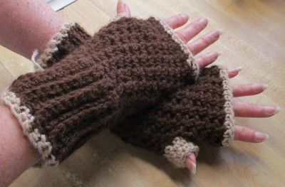 Fingerless crochet mitts 1